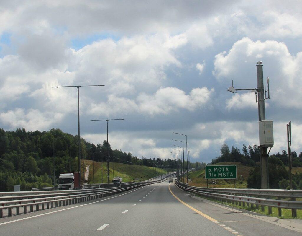 Камера слежения за безопасностью движения на платной дороге м11