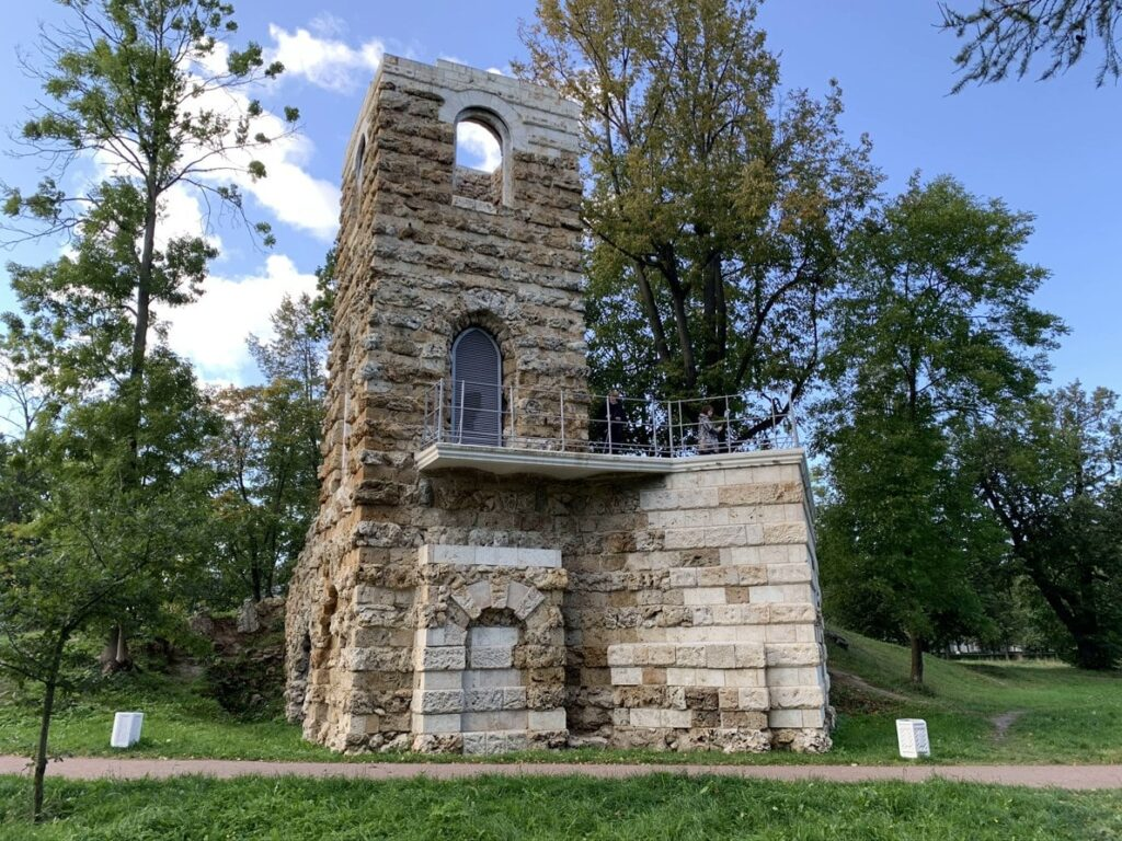 Башня Руина в Орловском парке, Стрельна