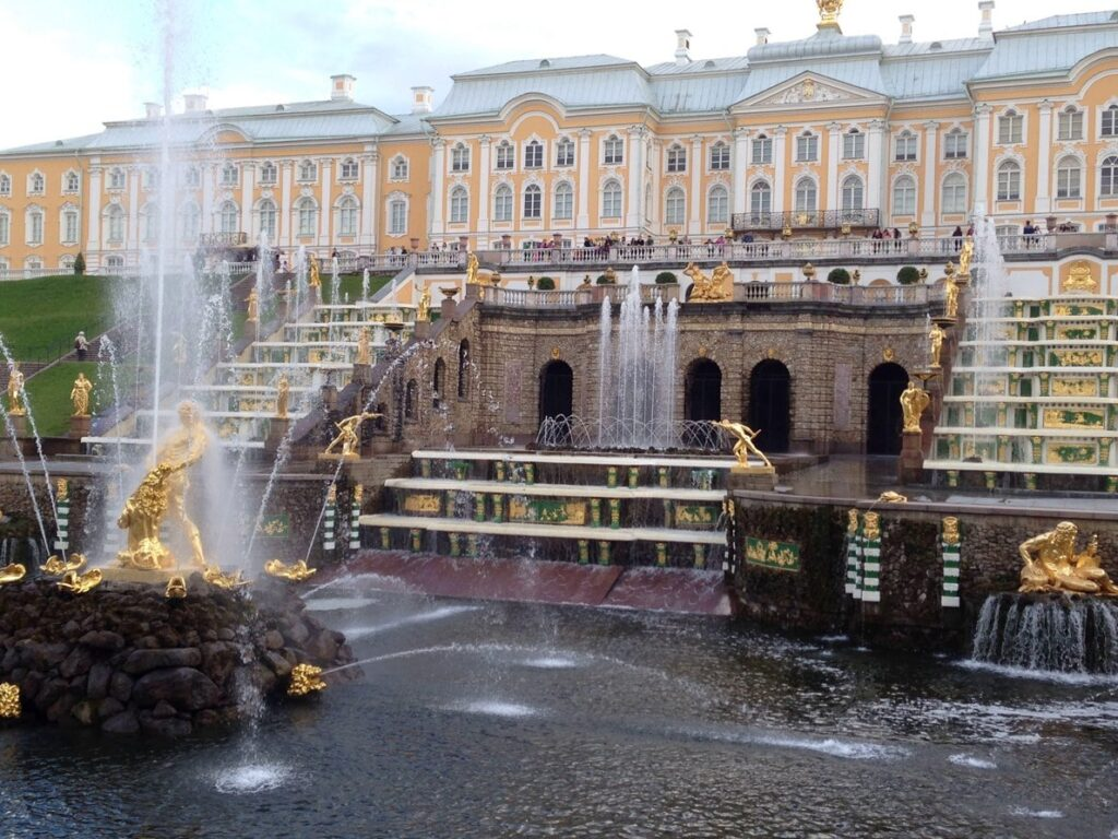Дворцы и фонтаны Петергофа - обзор основных достопримечательностей
