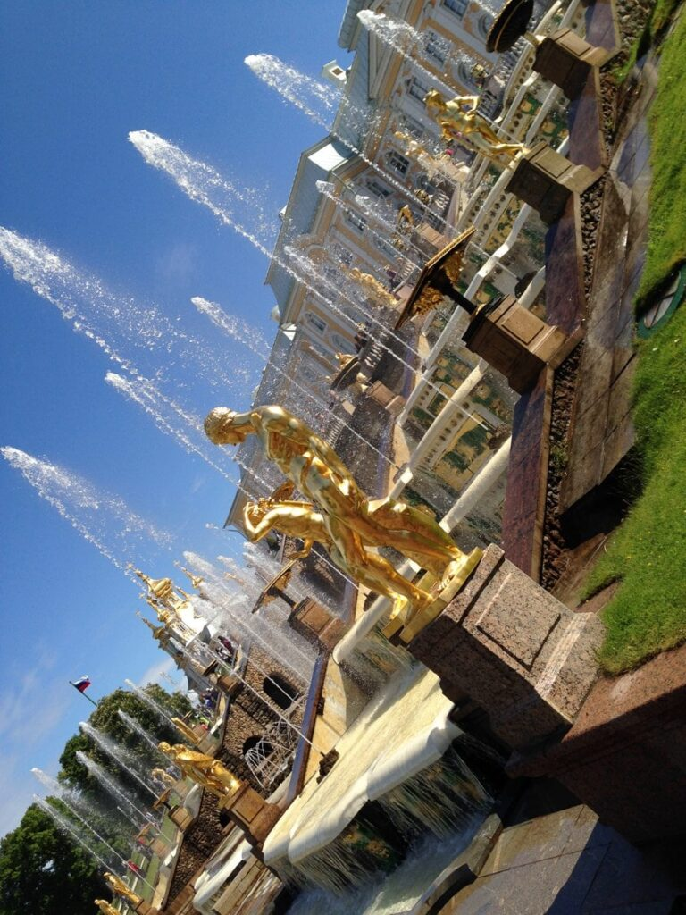 Беломраморные ступени Большого Каскада фонтаны Петергофа