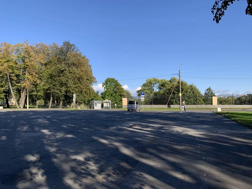Парковка у Константиновского дворца