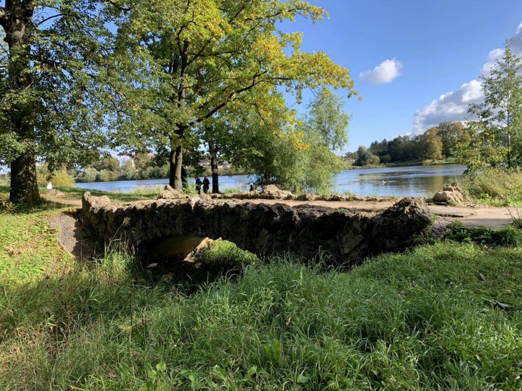 Туфовый мостик в Орловском парке