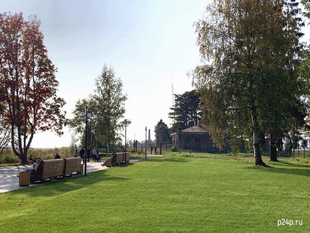 """Парк """"Остров фортов"""" и закрытый вход на дамбу к форту Петр I"""
