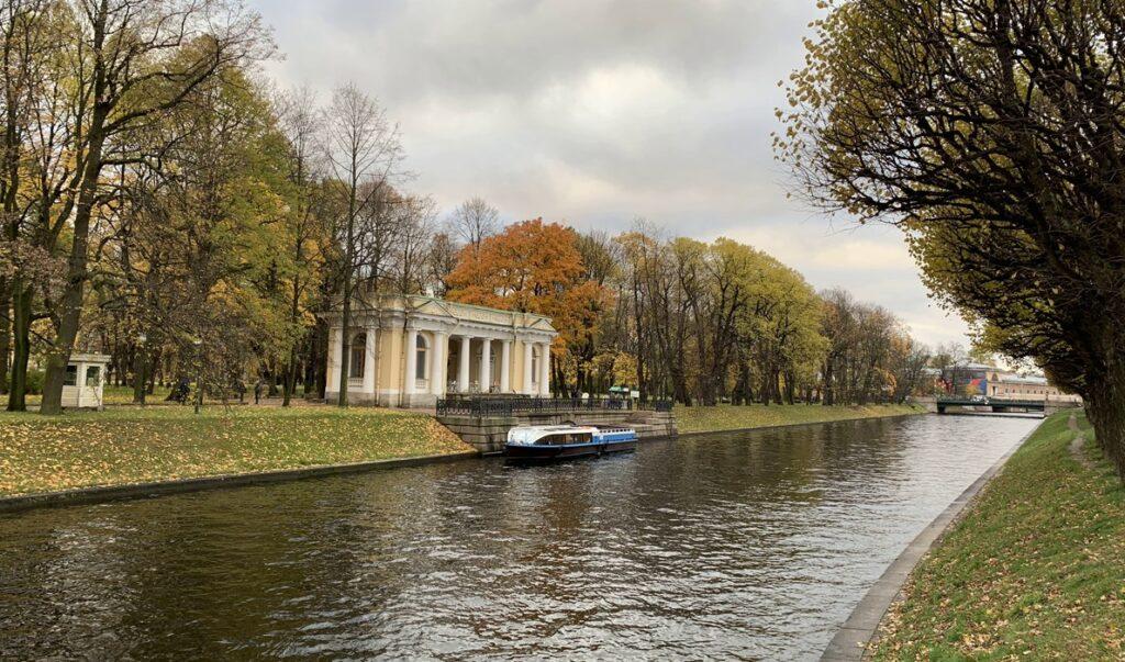 Павильон Росси в Михайловском саду