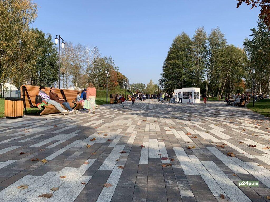 Аллея героев в музейно-исторический парке Остров Фортов Кронштадт