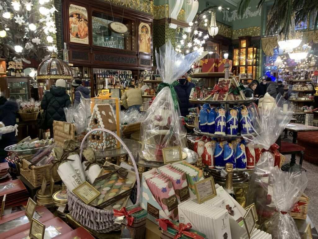 Вкусные сувениры из СПб Елисеевский магазин