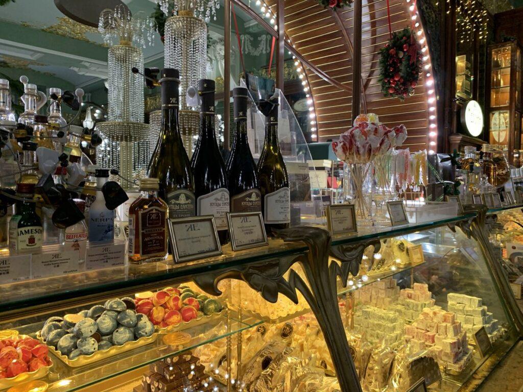 Елисеевский магазин в Санкт-Петербурге сувениры из Питера