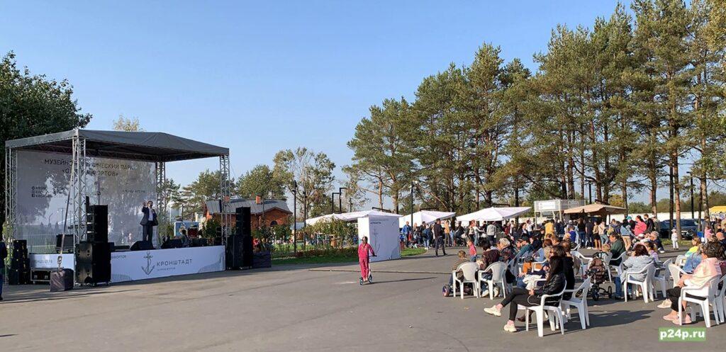 литературно-музыкальный фестиваль в рамках всемирного дня туризма в Кронштадте