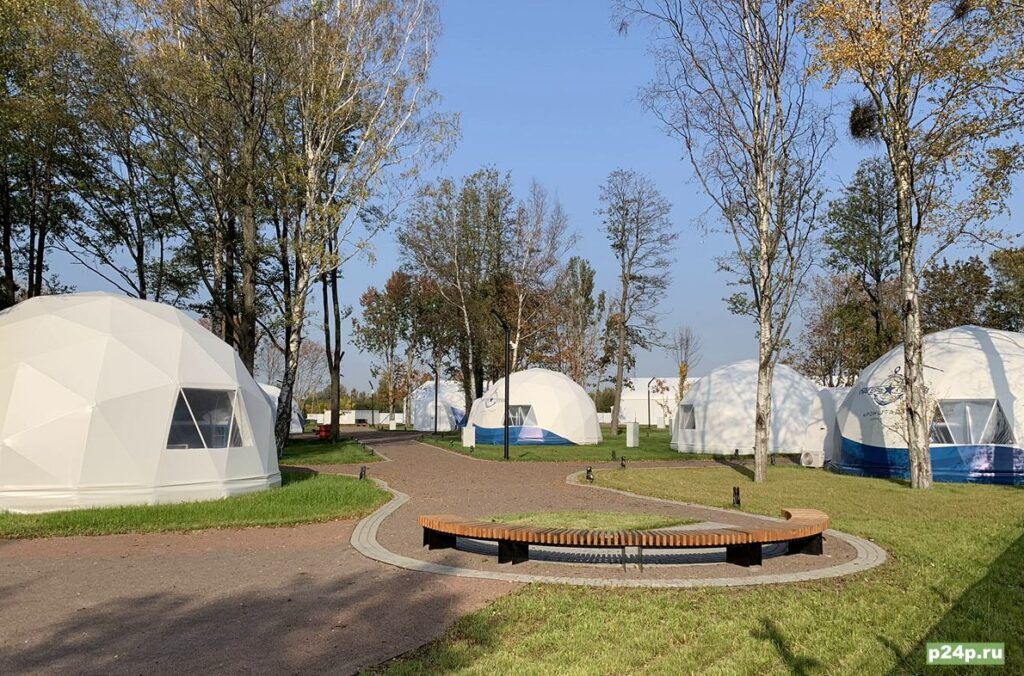 Сферические палатки в Лагере настоящих героев
