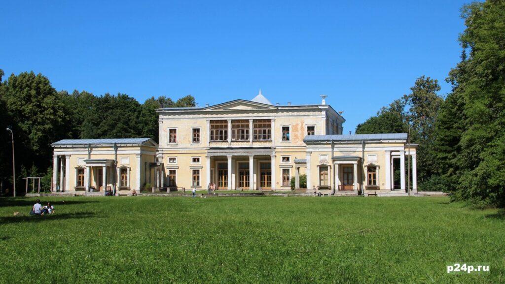 Вид на дворец Лейхтенбергских в наше время Петергоф Сергиевка