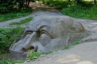 парк Сергиевка каменная голова