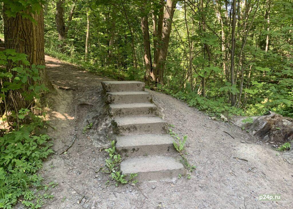 Гранитные лестницы в парке Сергиевка