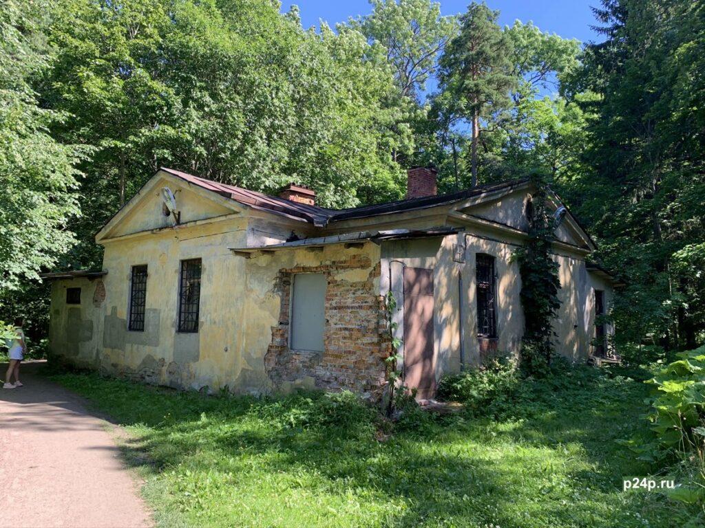 Банный домик в парке Сергиевка