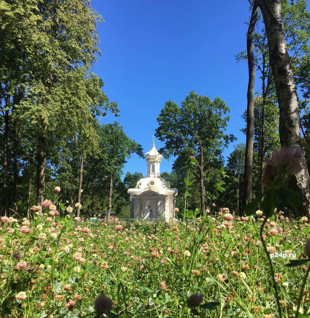 Церковь Святой Троицы в парке Собственная дача