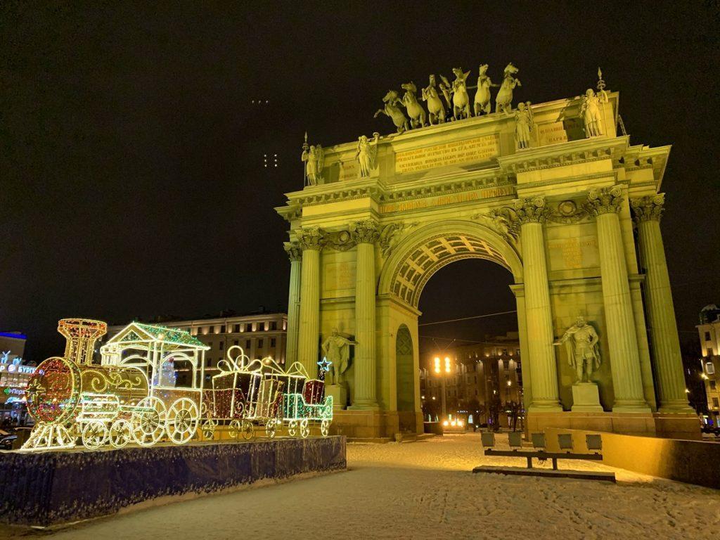 Нарвские Триумфальные ворота в Ночь музеев