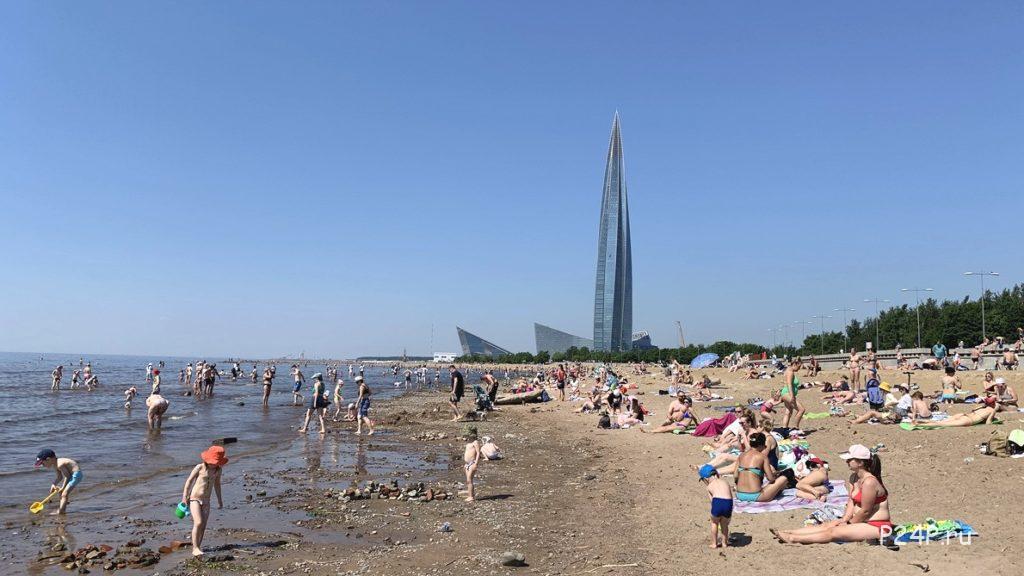 Пляж в парке имени 300-летия Санкт-Петерубрга, июнь 2021