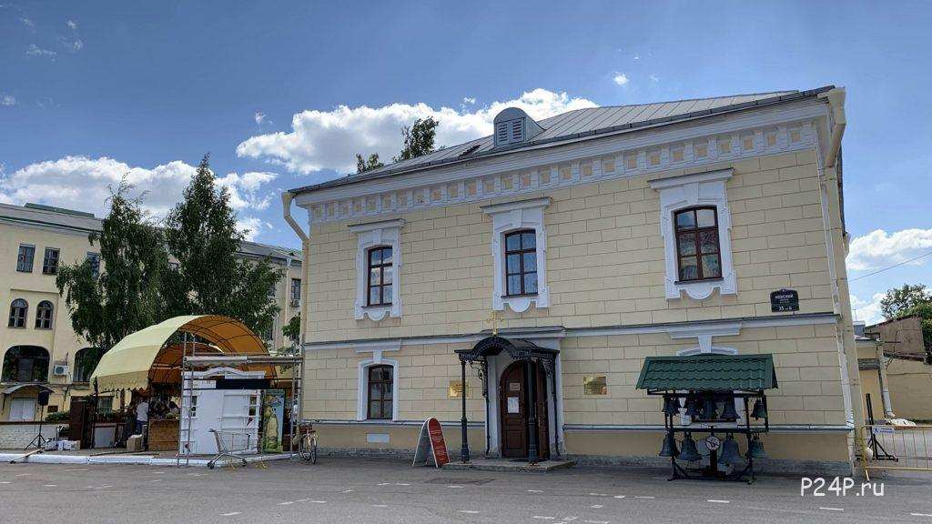 Храм Святого преподобного Серафима Вырицкого во Дворе Гостинки