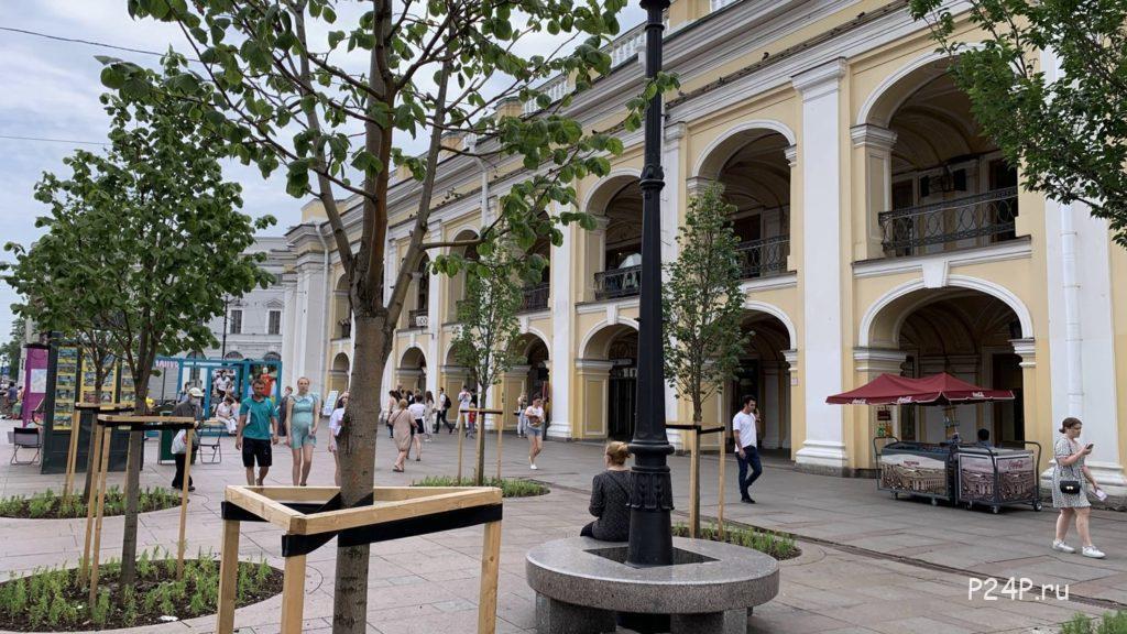 Гостиный двор, вид с Невского проспекта