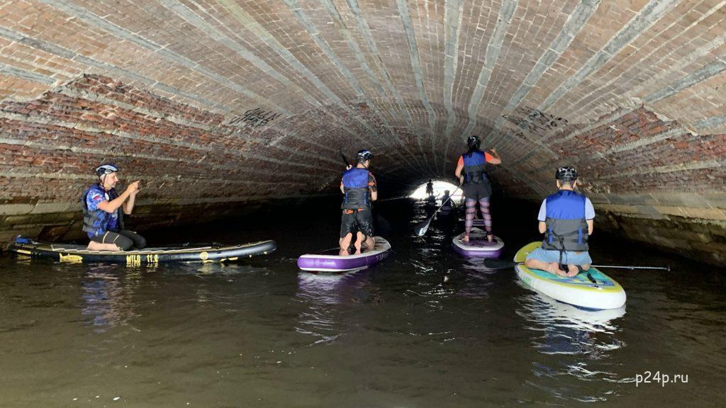 На SUP под Казанским мостов канал Грибоедова, под Невским проспектом