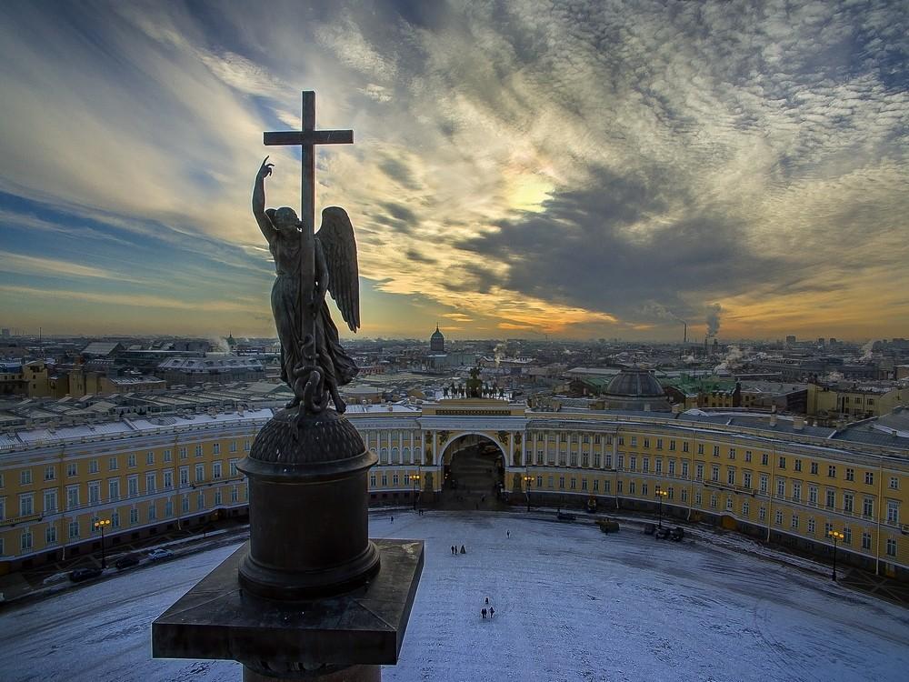Ангел хранитель Петербурга на Александровской колонне
