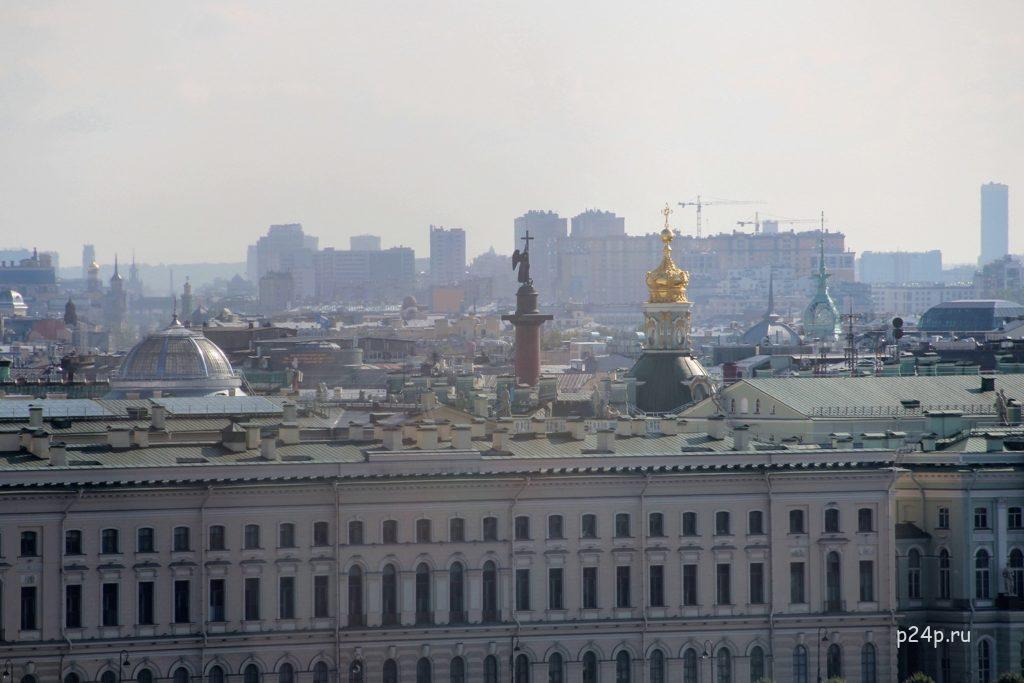 Вид на бронзового ангела  Александровская колонна с колокольни Петропавловского собора.