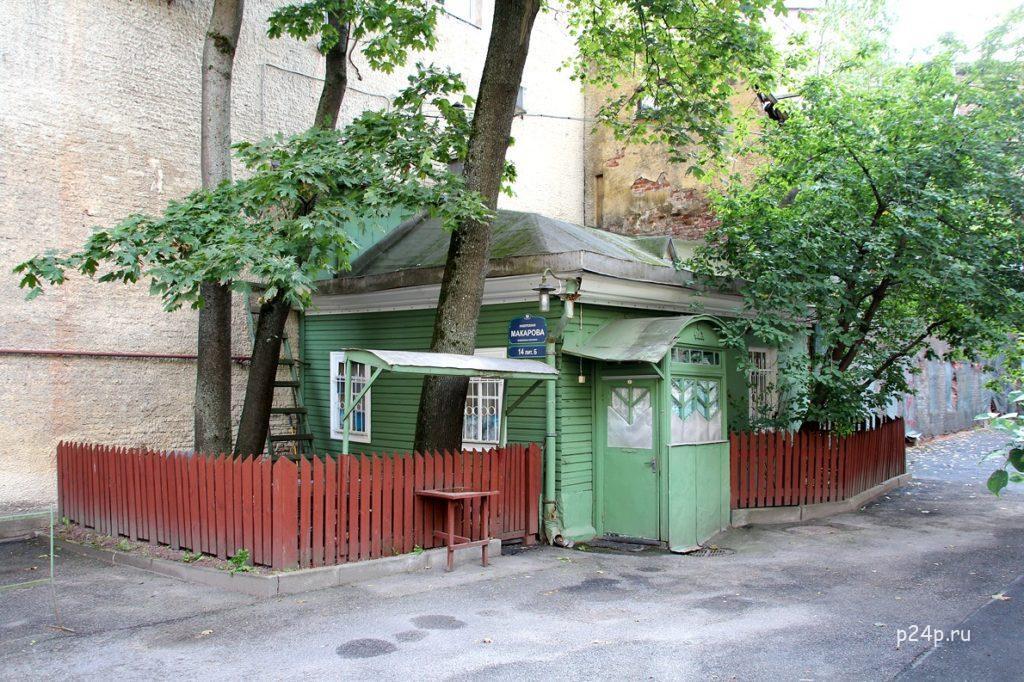 Деревянный домик на набережной Макарова Васильевский остров