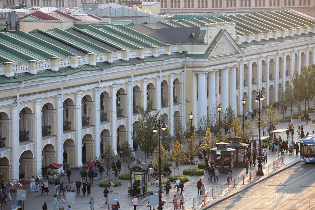 Главный фасад Гостиного двора Невская линия