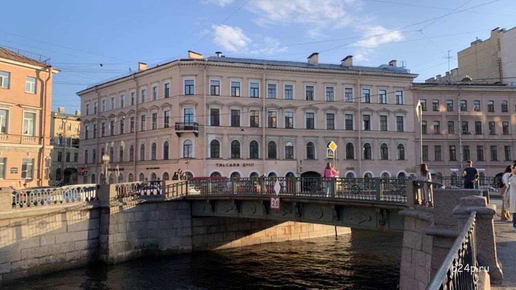 Кокушкин мост, вид со стороны Демидова моста