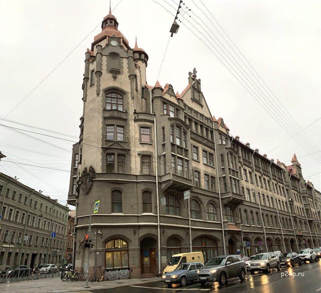 Дом со шпилем,  гостиница Пале-де-Кристаль, в романе как Хрустальный дом