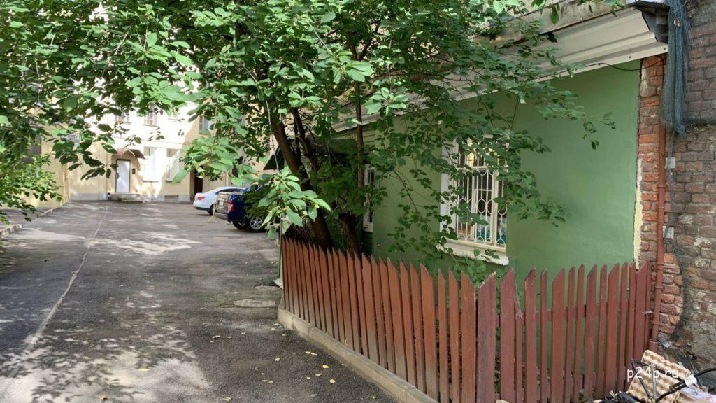 Деревянный дом в центре Петербурга