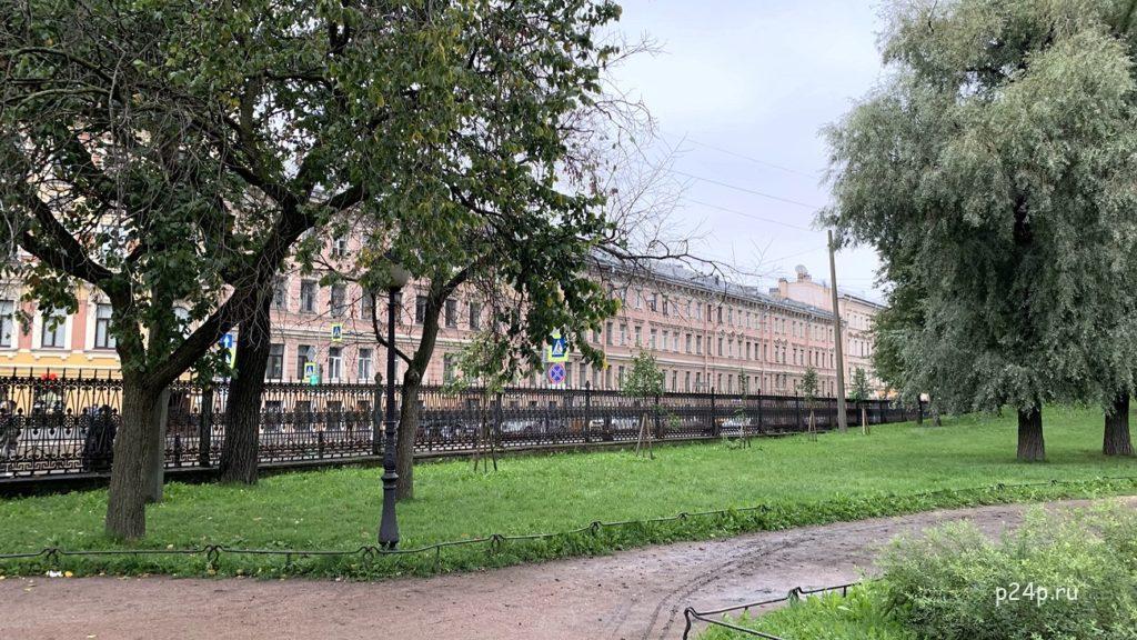 Доходный дом Кушелёва,  Садоввая 49, здесь жил Разумихин из романа Преступление и наказание